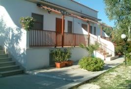 obr. - Gargano - Mattinata - Rezidencia LIDO DEI PINI - v termíne 1/8-8/8 pre apartmán C4 špeciálná zľava 20%!